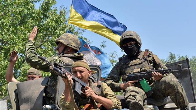 """""""Tengo ganas de dispararte"""": Un periodista de Bloomberg cuenta su cautiverio en Ucrania"""