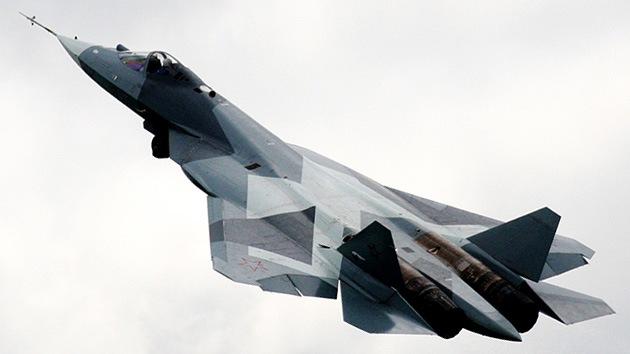 El caza ruso T-50 sobrevuela Rusia de cabo a rabo en su primer vuelo de larga distancia
