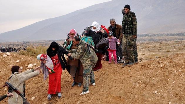 El Gobierno sirio evacúa a 5.000 personas de un suburbio de Damasco