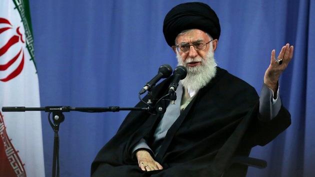 """Jamenei: """"La caída de Occidente se debe al trato diabólico que da a sus mujeres"""""""