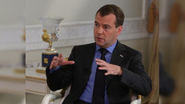 """Medvédev: """"Con la presencia de Rusia en la OMC no solo gana Rusia"""""""