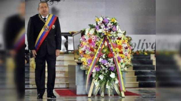 En homenaje a Simón Bolívar, Chávez pide redoblar 'fuerza moral' contra agresión de EE.UU.
