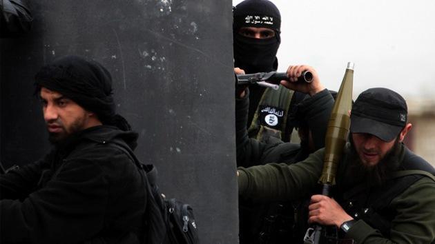 Rebeldes sirios asesinan a un monje católico delante de sus parroquianos
