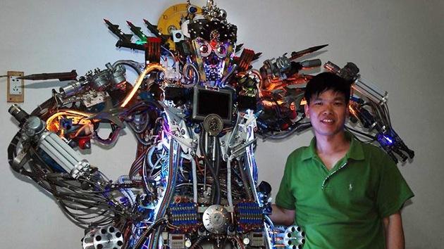 Joven chino construye un robot gigante que habla