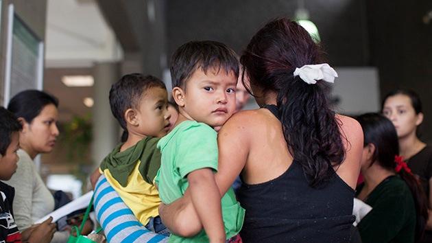 Indignación en Arizona: EE.UU. mantiene cientos de niños migrantes ilegales en una bodega