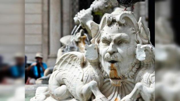 Vándalos atacan las fuentes de Roma