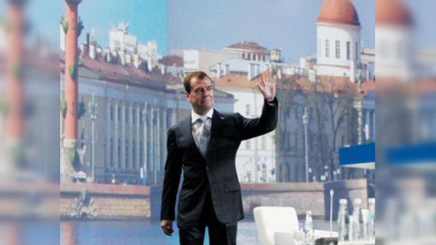 Dmitri Medvédev promete anunciar pronto si se postulará o no a la reelección
