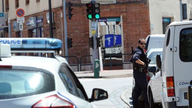 Un hombre armado toma cuatro rehenes en un banco en París
