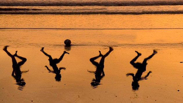 Foto: Emotivo homenaje de un artista israelí a los 4 niños de Gaza asesinados por Israel