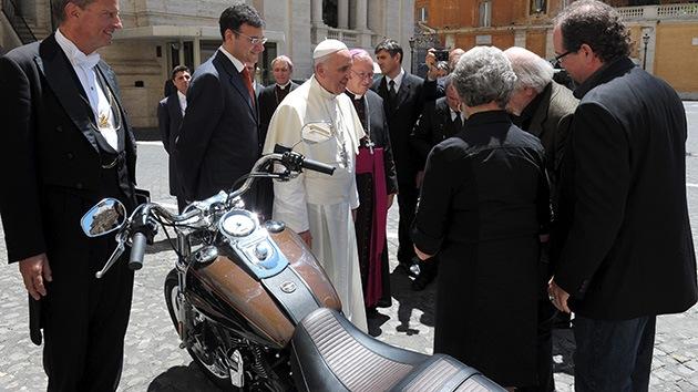 Fotos: El papa Francisco subastará su Harley Davison con fines benéficos