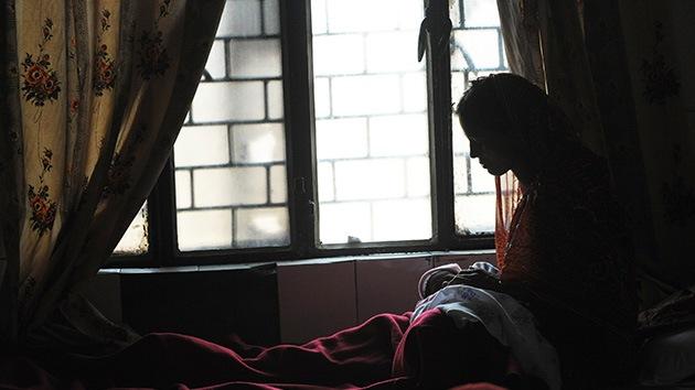 """Policía a una joven en la India: """"Desnúdate para demostrar que fuiste violada"""""""