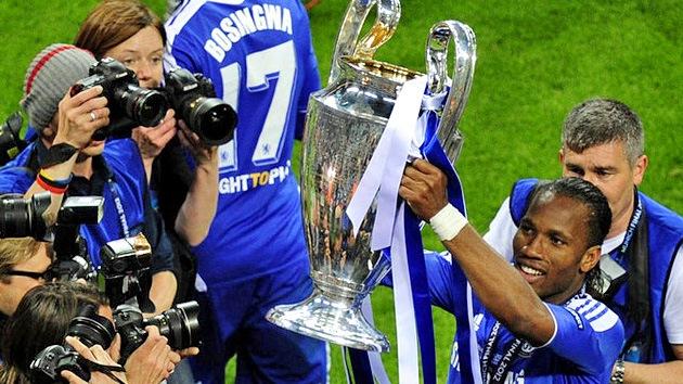 Empleados del Chelsea rompen el trofeo de la Liga de Campeones