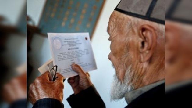 Vuelta al colegio: candidatos a la presidencia en Kirguistán deberán hacer una redacción
