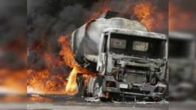 Incendian camiones de la OTAN en Kabul en protesta por muertes de civiles