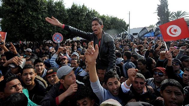 Fotos: Manifestantes lanzan piedras contra el presidente de Túnez