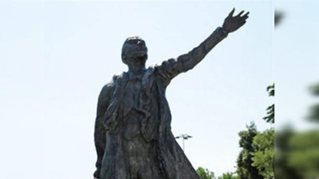 Grupo de eurodiputados pide la retirada de una estatua de Lenin en Francia