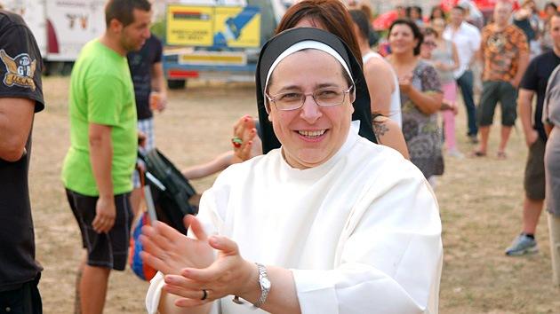 La revolucionaria monja que ayuda a miles de pobres en España y desafía a los políticos