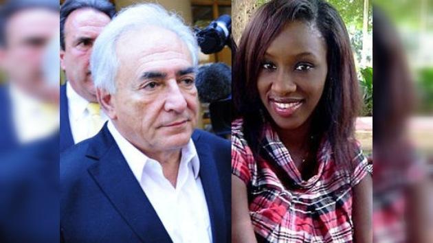 La camarera mantiene su acusación de violación contra Strauss-Kahn en la prensa