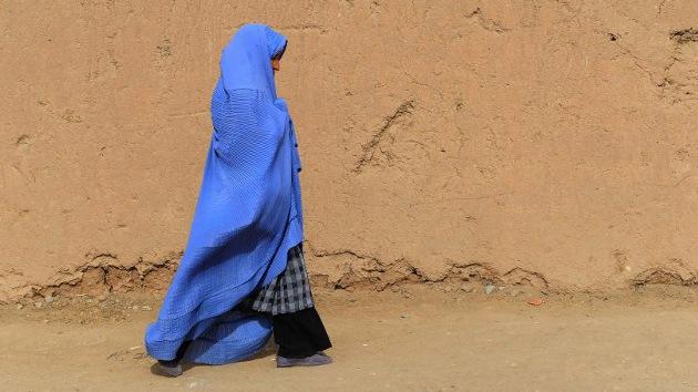 Una nueva ley en Afganistán permitiría a los hombres abusar de sus esposas