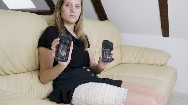 Una joven sufre quemaduras serias tras explotarle su teléfono en el bolsillo