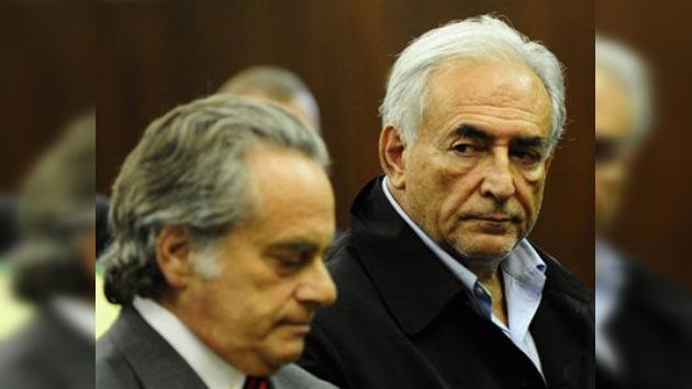 La Fiscalía presenta cinco cargos por delito sexual contra el director gerente del FMI