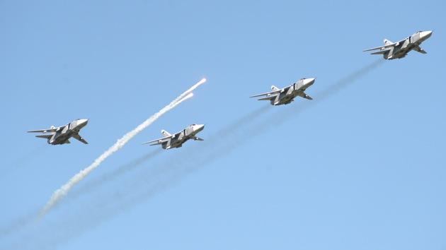 Pilotos rusos lanzan misiles y bombas contra el 'enemigo' en los Urales