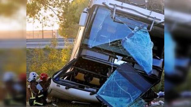 15 pasajeros murieron en el accidente con un bus en Bolivia