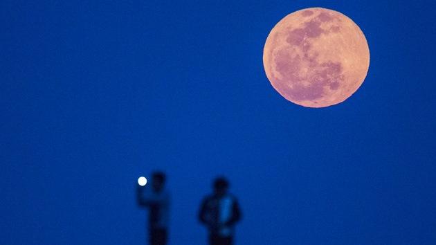 Fotos: Así fue el eclipse que inaugura 'las cuatro Lunas de sangre'