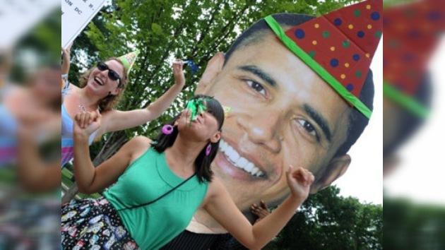 Obama festeja sus 49 años acompañado de amigos, pero sin Michelle