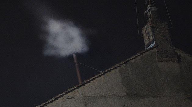 Fumata blanca sobre la Capilla Sixtina: el Vaticano ha elegido nuevo papa