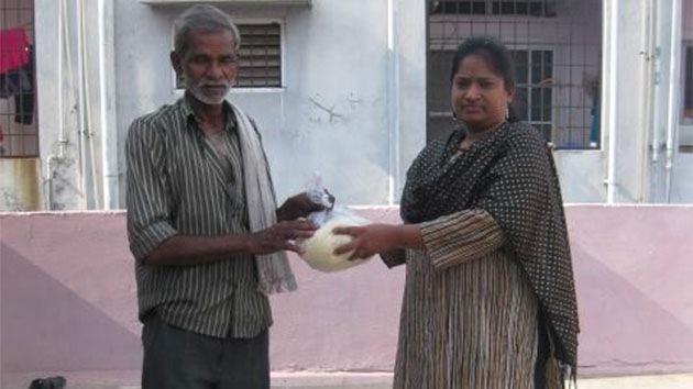 Cubo de arroz: Campaña para ayudar a los pobres en la India se hace viral en las redes