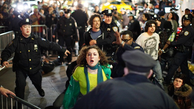 Una activista de Occupy golpeada por la Policía se enfrenta hasta a 7 años de cárcel