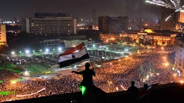 """La oposición egipcia tacha de """"dictatorial"""" a la Constitución provisional"""