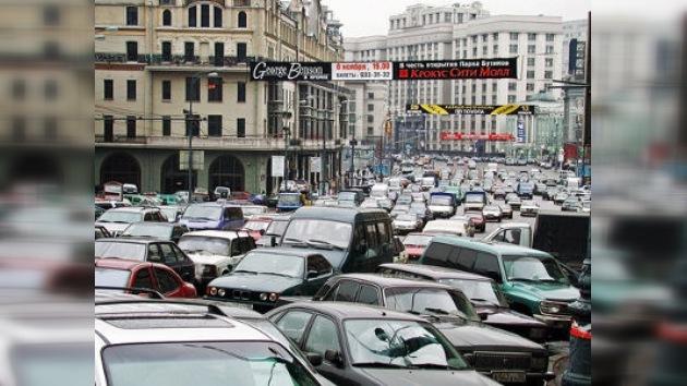 En el mundo se fabrican demasiados automóviles