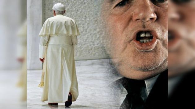 Celebridades británicas protestan contra visita de Benedicto XVI