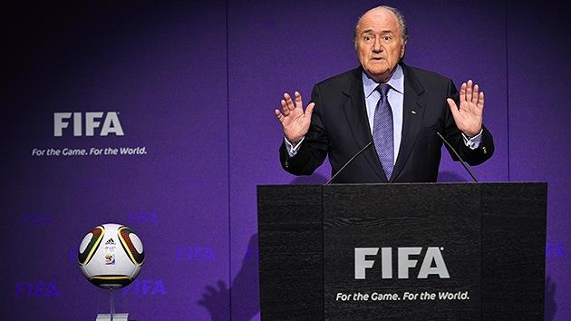 Escándalos de corrupción aumentan la tensión en la FIFA