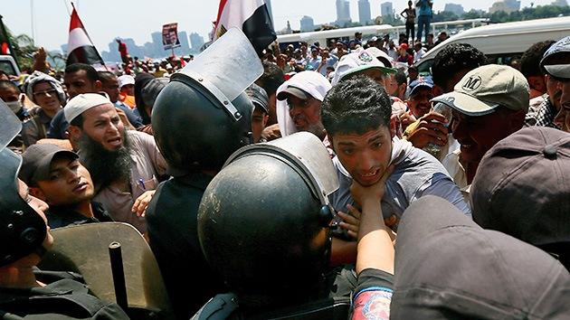 Egipto: Disparan gas lacrimógeno contra una protesta pro Morsi en El Cairo