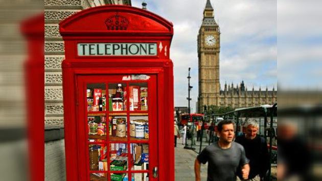 Abren una tienda dentro de una cabina telefónica en el Reino Unido