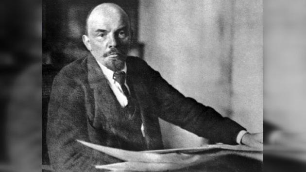 Los seguidores de Lenin celebran el 140 º aniversario de su nacimiento