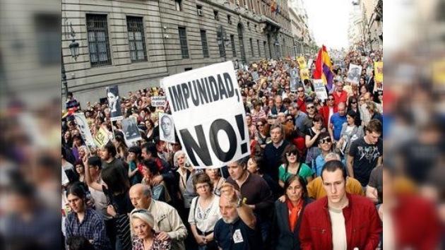 Miles de personas salen a la calle en España para apoyar al juez Garzón