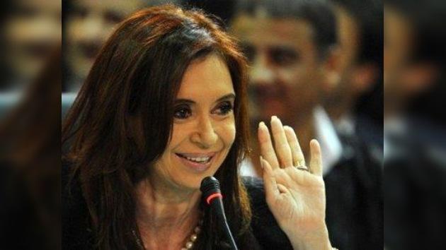 """Cristina Fernández recibe el bastón de mando """"de manos del pueblo"""""""