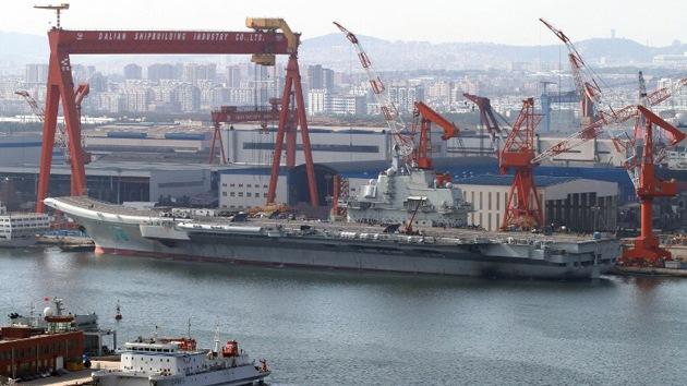 China recibe su primer portaaviones