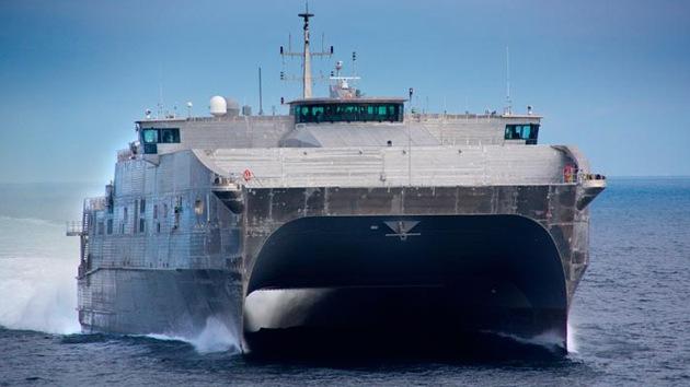 EE.UU. bota un nuevo catamarán militar capaz de transportar a un batallón