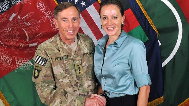 Video vincula con cárceles secretas de la CIA la renuncia del general Petraeus