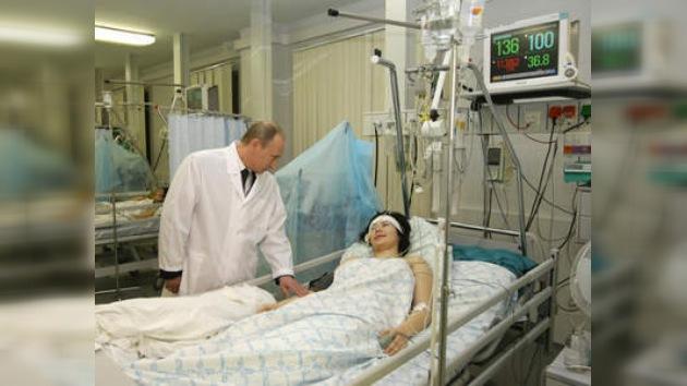Putin visita a heridos de tragedia en el metro moscovita