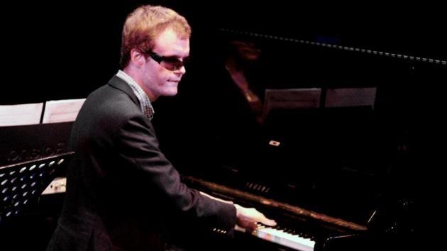 Video: Autista británico ciego de nacimiento se convierte en genio musical