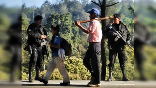 Presidente guatemalteco pide a México dar visas temporales a migrantes