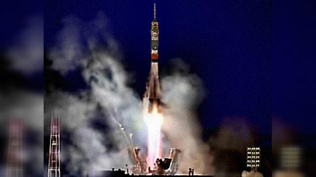 Última odisea espacial de 2011: Rusia pone en órbita una Soyuz con tres nuevos tripulantes