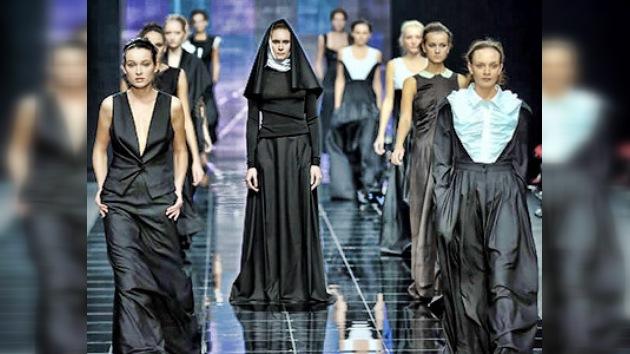 Una diseñadora rusa crea una colección de ropa para las monjas