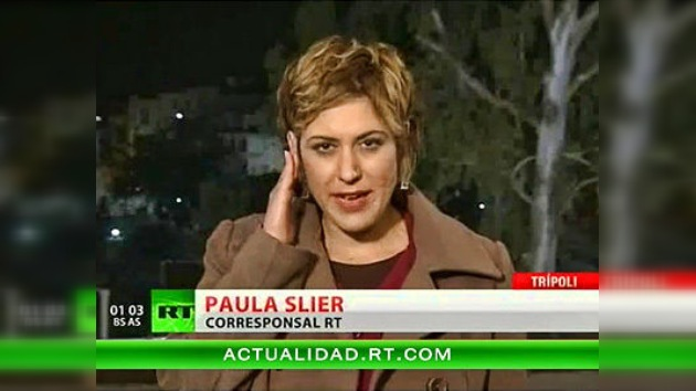 Ráfaga oída mientras corresponsal de RT informa en directo desde Libia